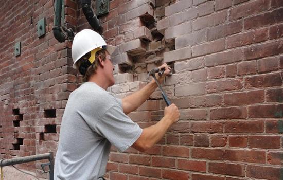 Демонтаж кирпичных стен – ломаем своими руками