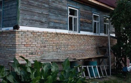 Как обложить кирпичом деревянный дом - правила выполнения работ