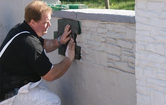 Штукатурка цоколя под камень своими руками - особенности выполнения работ