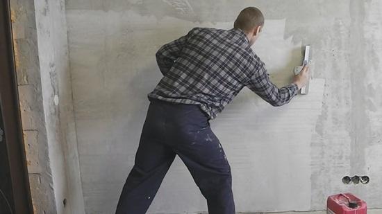 При какой температуре можно шпаклевать стены – ответы на вопросы