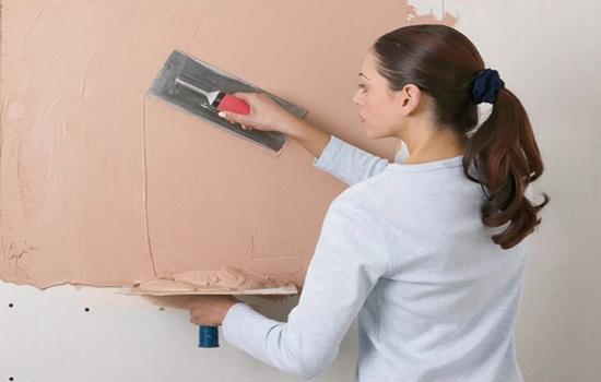 Нужно ли шпаклевать стены перед поклейкой обоев – ответы на вопросы