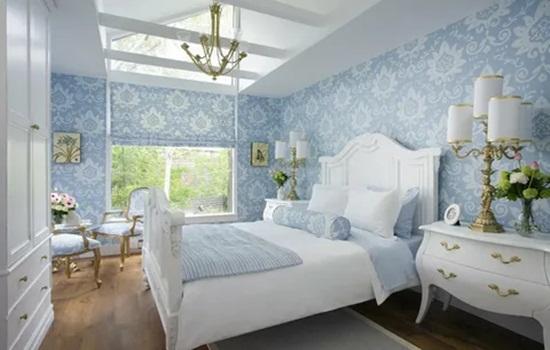 Голубые обои в спальне – варианты декорирования