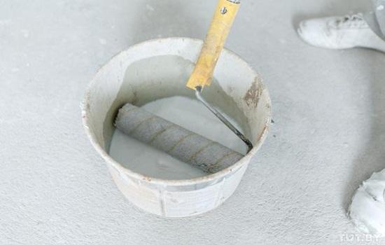 Грунтовка для стен под обои – виды, технология работы